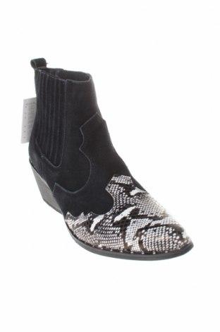Γυναικεία μποτάκια Cropp, Μέγεθος 38, Χρώμα Μαύρο, Φυσικό σουέτ, δερματίνη, Τιμή 12,92€