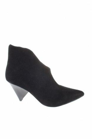 Γυναικεία μποτάκια Reserved, Μέγεθος 38, Χρώμα Μαύρο, Φυσικό σουέτ, Τιμή 14,29€