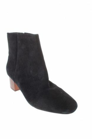 Γυναικεία μποτάκια Reserved, Μέγεθος 40, Χρώμα Μαύρο, Φυσικό σουέτ, Τιμή 14,29€