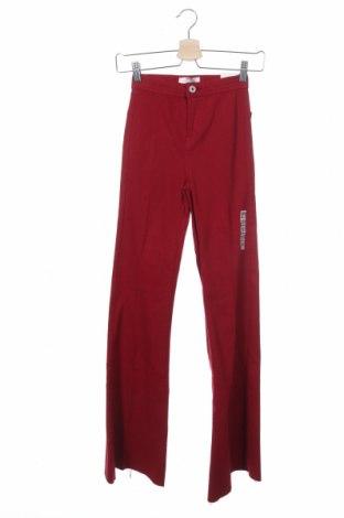 Дамски дънки Bershka, Размер XS, Цвят Червен, 98% памук, 2% еластан, Цена 28,91лв.