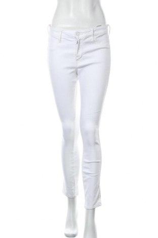 Дамски дънки H&M, Размер M, Цвят Бял, 78% памук, 20% полиестер, 2% еластан, Цена 23,63лв.