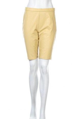 Γυναικείο κοντό δερμάτινο παντελόνι Pieces, Μέγεθος M, Χρώμα Κίτρινο, Δερματίνη, Τιμή 8,04€