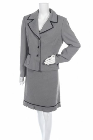 Дамски костюм Tahari By Arthur S. Levine, Размер L, Цвят Сив, Полиестер, Цена 91,35лв.