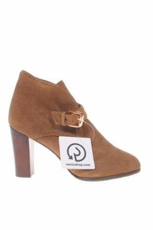 Дамски обувки Hush Puppies, Размер 40, Цвят Кафяв, Естествен велур, Цена 25,35лв.