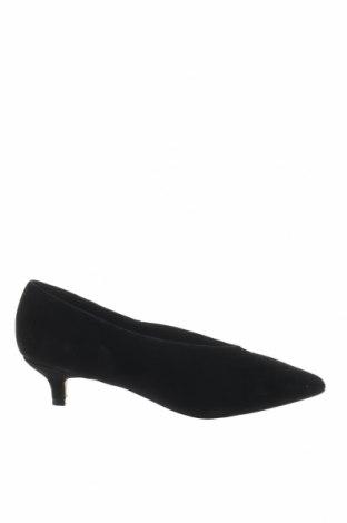 Дамски обувки Reserved, Размер 36, Цвят Черен, Естествен велур, Цена 17,80лв.