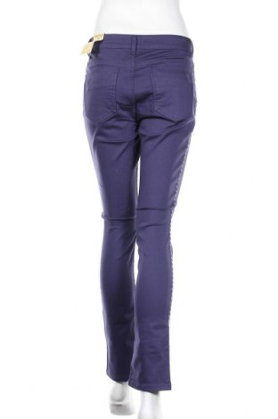 Дамски панталон Camomilla, Размер S, Цвят Лилав, 98% памук, 2% еластан, Цена 20,47лв.