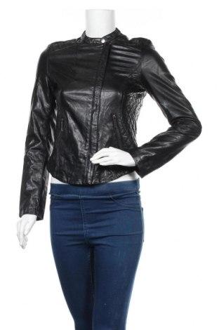 Дамско кожено яке Zara, Размер S, Цвят Черен, Естествена кожа, Цена 93,45лв.