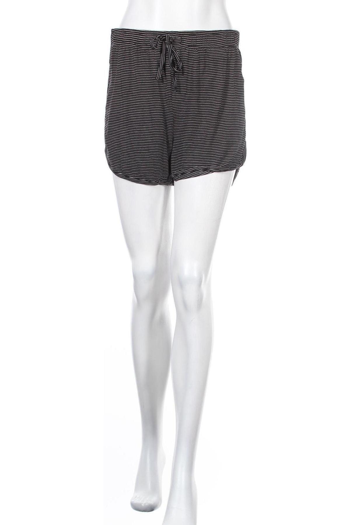 Γυναικείο κοντό παντελόνι Pieces, Μέγεθος M, Χρώμα Μαύρο, 95% βισκόζη, 5% ελαστάνη, Τιμή 11,91€