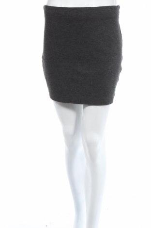 Пола Gina Tricot, Размер M, Цвят Сив, 65% вискоза, 30% полиестер, 5% еластан, Цена 5,06лв.