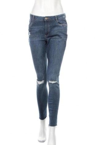 Дамски дънки H&M Divided, Размер M, Цвят Син, 98% памук, 2% еластан, Цена 30,92лв.