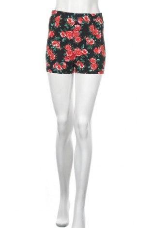 Γυναικείο κοντό παντελόνι Charlotte Russe, Μέγεθος M, Χρώμα Πολύχρωμο, 74% βισκόζη, 22% πολυαμίδη, 4% ελαστάνη, Τιμή 8,18€