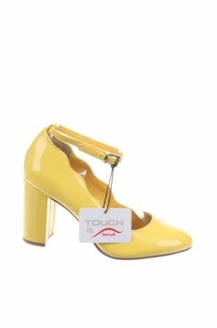 Дамски обувки Tamaris, Размер 35, Цвят Жълт, Еко кожа, Цена 35,60лв.