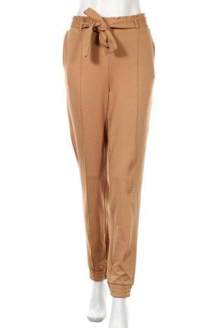 Дамски панталон Gina Tricot, Размер M, Цвят Бежов, 96% полиестер, 4% еластан, Цена 13,23лв.