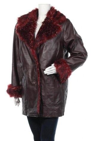 Дамско кожено палто, Размер L, Цвят Червен, Естествена кожа, Цена 92,40лв.