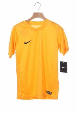 Παιδικό μπλουζάκι Nike, Μέγεθος 7-8y/ 128-134 εκ., Χρώμα Κίτρινο, Πολυεστέρας, Τιμή 8,51€