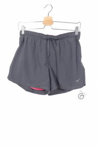 Παιδικό κοντό παντελόνι Nike, Μέγεθος 12-13y/ 158-164 εκ., Χρώμα Γκρί, Τιμή 7,47€