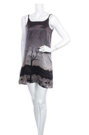 Рокля Charlotte Sparre, Размер M, Цвят Сив, 100% коприна, Цена 27,41лв.