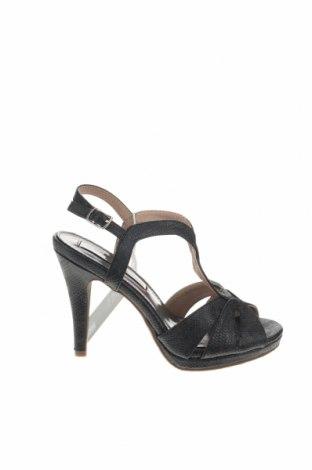 Σανδάλια Xti, Μέγεθος 35, Χρώμα Μαύρο, Δερματίνη, Τιμή 18,85€