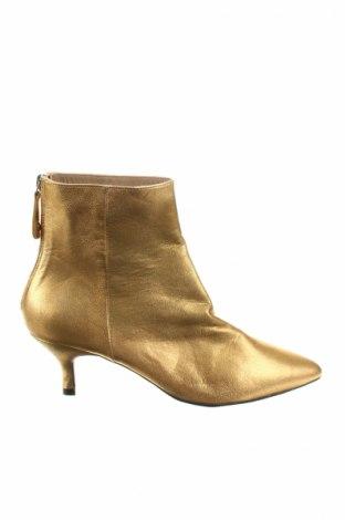 Dámské topánky  Toral