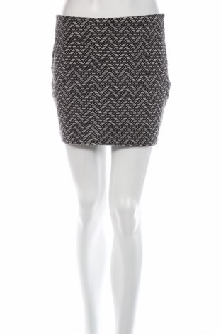 Пола Zara Trafaluc, Размер M, Цвят Черен, 53% полиестер, 41% памук, 4% вискоза, 2% еластан, Цена 35,70лв.