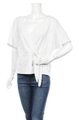 Дамска блуза H&M L.O.G.G., Размер M, Цвят Бял, 99% полиестер, 1% еластан, Цена 11,60лв.