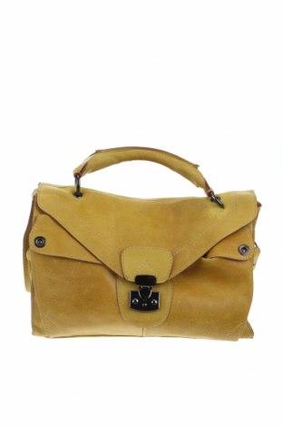 Дамска чанта Carven, Цвят Жълт, Естествен велур, Цена 163,80лв.