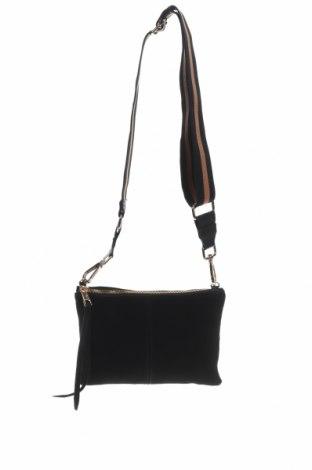Дамска чанта H&M, Цвят Черен, Естествен велур, Цена 28,50лв.