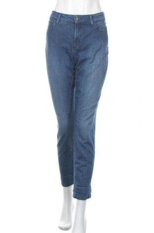Дамски дънки NYDJ, Размер M, Цвят Син, 80% памук, 19% полиестер, 1% еластан, Цена 16,38лв.