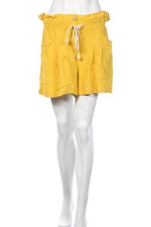 Γυναικείο κοντό παντελόνι Bershka, Μέγεθος M, Χρώμα Κίτρινο, 77% πολυεστέρας, 23% λινό, Τιμή 11,95€