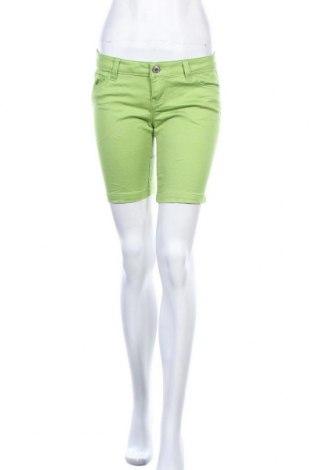 Γυναικείο κοντό παντελόνι Celebrity Pink, Μέγεθος M, Χρώμα Πράσινο, Τιμή 8,02€
