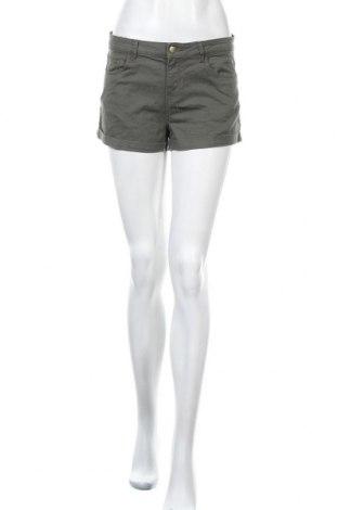 Γυναικείο κοντό παντελόνι H&M, Μέγεθος S, Χρώμα Πράσινο, 98% βαμβάκι, 2% ελαστάνη, Τιμή 7,40€