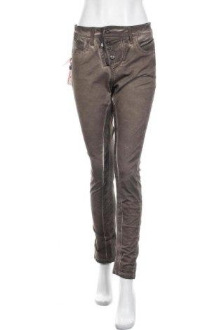 Дамски панталон Cipo & Baxx, Размер S, Цвят Кафяв, 98% памук, 2% еластан, Цена 23,80лв.