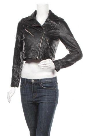 Дамско кожено яке Pull&Bear, Размер S, Цвят Черен, Еко кожа, Цена 33,20лв.