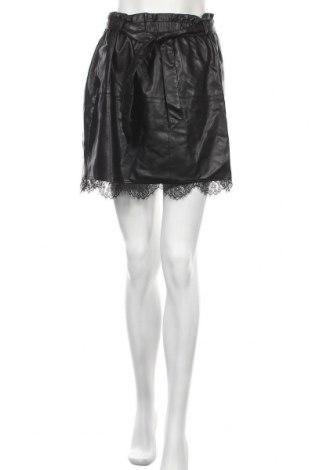 Кожена пола Zara, Размер M, Цвят Черен, Еко кожа, Цена 31,50лв.