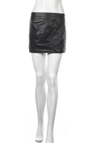 Кожена пола Zara Trafaluc, Размер M, Цвят Черен, Еко кожа, Цена 5,88лв.
