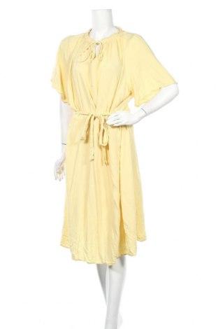 Рокля Only Carmakoma, Размер 4XL, Цвят Жълт, 100% вискоза, Цена 27,93лв.