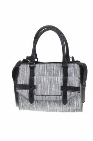 Дамска чанта Danielle Nicole, Цвят Черен, Еко кожа, Цена 31,24лв.