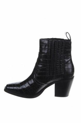 Дамски боти Steve Madden, Размер 36, Цвят Черен, Еко кожа, Цена 156,75лв.
