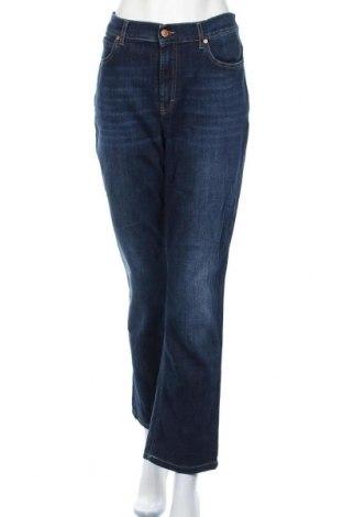 Дамски дънки Escada Sport, Размер XL, Цвят Син, 98% памук, 2% еластан, Цена 45,36лв.