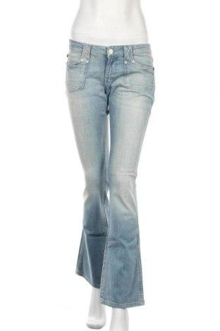 Дамски дънки Wrangler, Размер M, Цвят Син, 98% памук, 2% еластан, Цена 51,17лв.