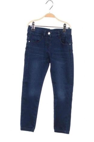 Детски дънки Chicco, Размер 3-4y/ 104-110 см, Цвят Син, 80% памук, 18% полиестер, 2% еластан, Цена 16,17лв.
