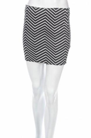 Пола H&M Divided, Размер XS, Цвят Черен, 68% памук, 30% полиестер, 2% еластан, Цена 4,50лв.