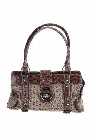 Дамска чанта Guess, Цвят Кафяв, Еко кожа, текстил, Цена 60,20лв.