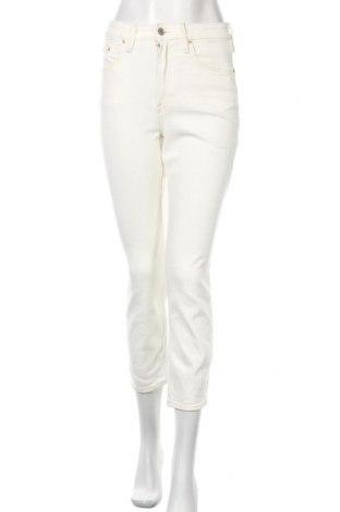 Дамски дънки H&M, Размер S, Цвят Бял, 99% памук, 1% еластан, Цена 23,80лв.