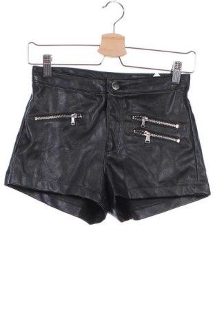 Дамски къс кожен панталон H&M Divided, Размер XS, Цвят Черен, Еко кожа, Цена 25,20лв.