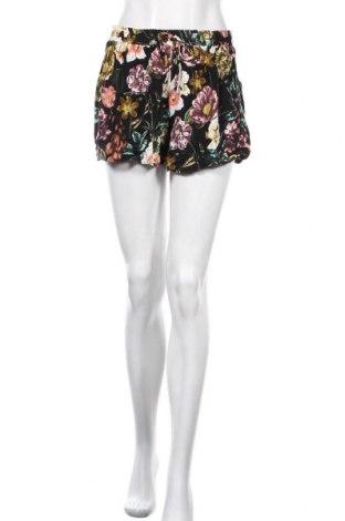 Γυναικείο κοντό παντελόνι, Μέγεθος S, Χρώμα Πολύχρωμο, Τιμή 7,27€