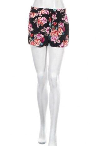 Дамски къс панталон One Love, Размер M, Цвят Многоцветен, Вискоза, Цена 14,70лв.