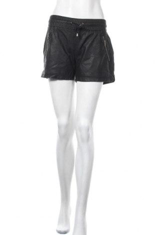 Дамски къс панталон Vila, Размер M, Цвят Черен, Еко кожа, Цена 20,16лв.