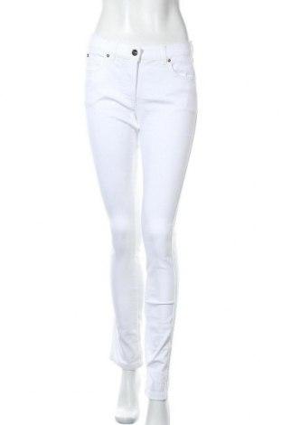 Дамски панталон Escada, Размер S, Цвят Бял, 67% памук, 29% полиестер, 4% еластан, Цена 98,42лв.