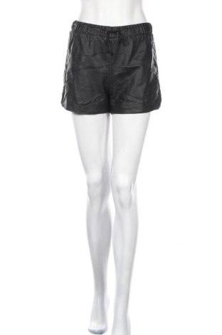 Дамски къс кожен панталон Glamorous, Размер S, Цвят Черен, Еко кожа, Цена 29,30лв.